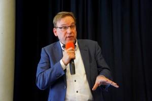 fractievoorzitter Luc Schuur roept het kabinet op Twente te ontzien